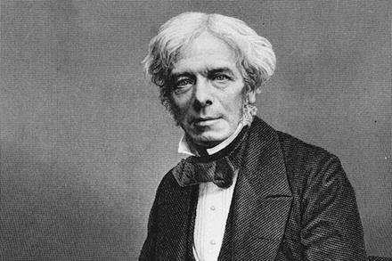 1831 entdeckt Michael Faraday das Prinzip der elektromagnetischen Induktion und legt damit den Grundstein für unsere heutigen Generatoren, Elektromotoren und Transformatoren.