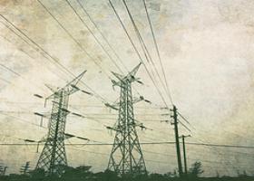 1926: Die erste 220-Kilovolt-Freileitung, die von den Wasserkraftwerken Vorarlbergs nach Köln führt, ist gut 600 Kilometer lang. Dies ist der Beginn der internationalen Vernetzung.