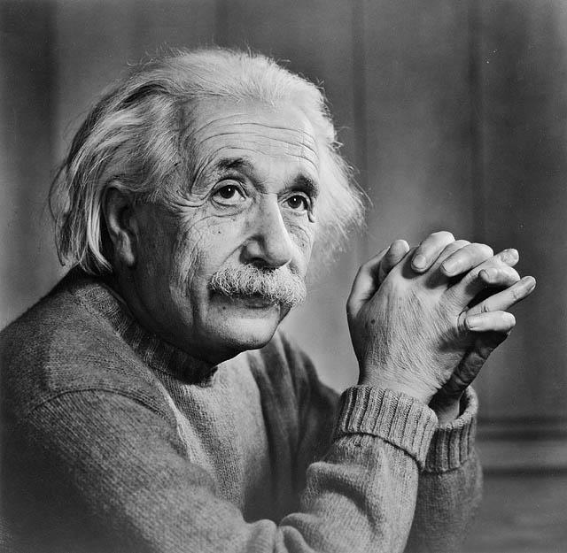 1905: Keine andere Entdeckung hat unser wissenschaftliches Weltbild so verändert, wie die Veröffentlichung von Einsteins spezieller Relativitätstheorie. Die in der Welt berühmteste Gleichung E=mc2 beschreibt, das Äquivalent von Masse und Energie . Die Grundlage zum «neuen» Verständnis zur Entstehung des Universums ist geschaffen.